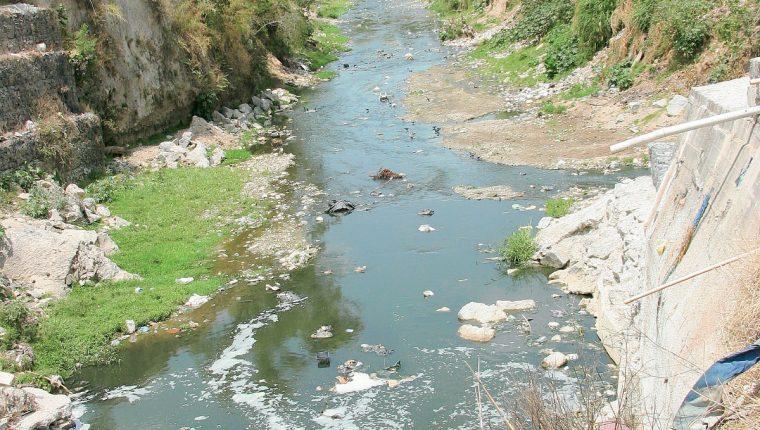 Contaminación en el río Las Vacas (Foto Prensa Libre: Hemeroteca PL)