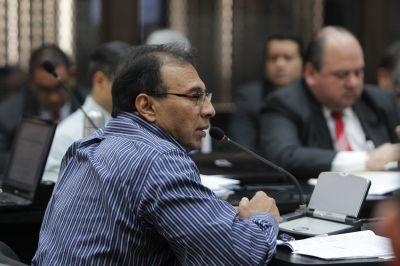 Giovanni Marroquin Navas, declara ante el juez primero de primera instancia penal de mayor riesgo B, audiencia de primera declaración de 17 personas acusados de fraude, caso SAT.Fotografia: Paulo Raquec
