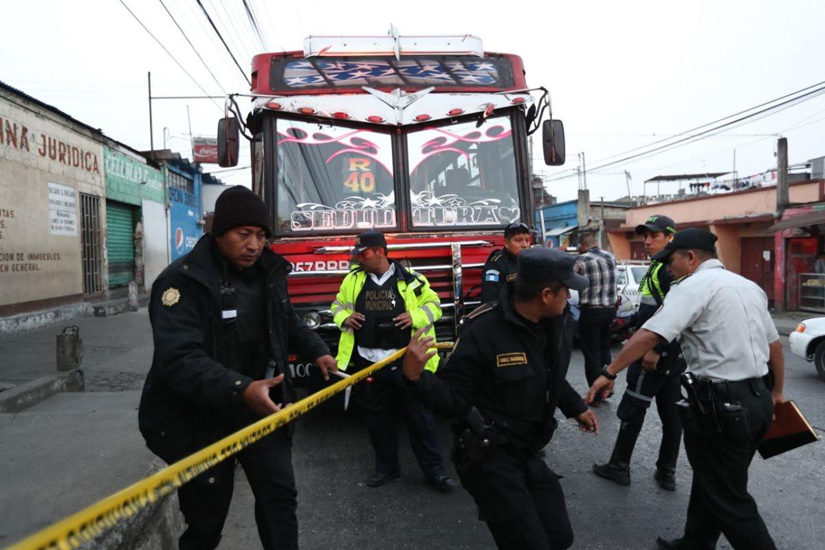 (Imagen de referencia) La ruta 40R que recorre la calzada Roosevelt es una de las que más asaltos reporta. (Foto Prensa Libre: Hemeroteca PL)