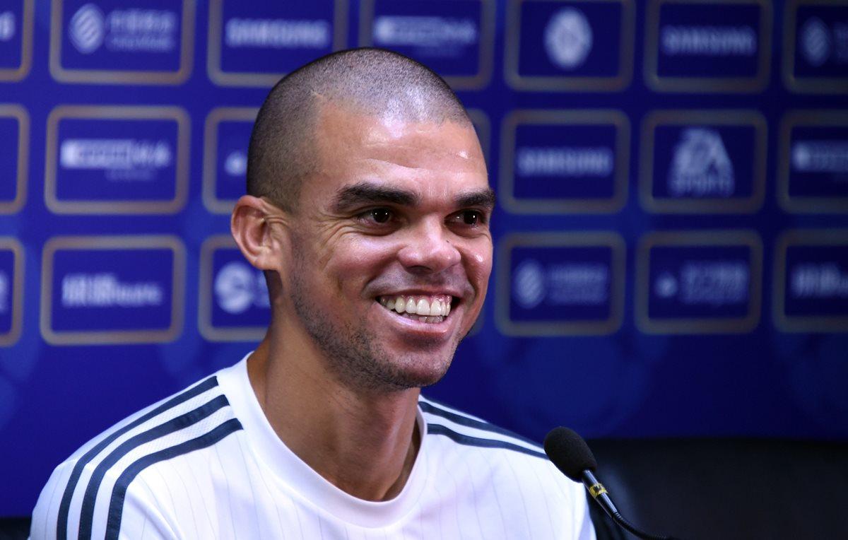 Pepe durante la conferencia de prensa de este domingo en Pekín. (Foto Prensa Libre: AFP)