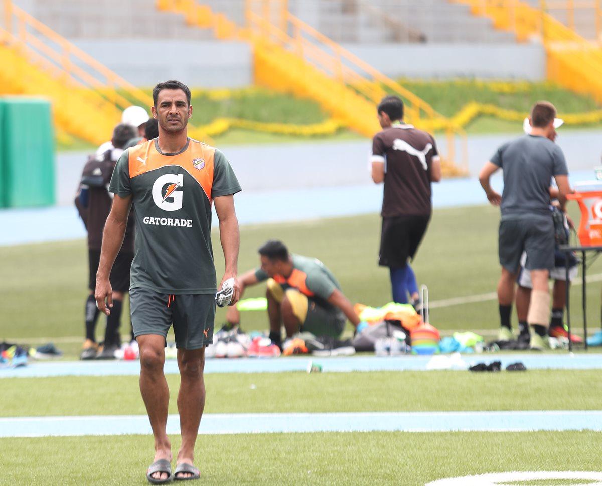 Michael Umaña, defensa costarricense de Comunicaciones. (Foto Prensa Libre: Edwin Fajardo)