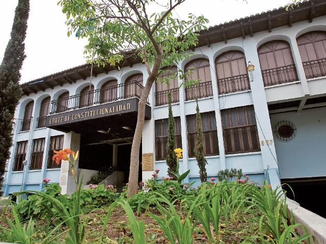 La Corte de Constitucionalidad ha impuesto multas a más de tres mil abogados por acciones legales improcedentes. (Foto Prensa Libre: HemerotecaPL)