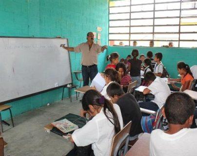 La educación bilingüe se promueve más en el área rural, sin embargo en las ciudades hay niños y jóvenes que su idioma materno no es el español (Foto Prensa Libre: Hemeroteca PL)