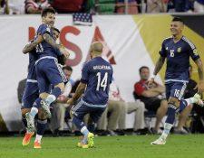 Lionel Messi celebra su gol 55 y el segundo de la noche de la Selección argentina. (Foto Prensa Libre: AP)