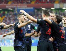 Los jugadores de Croacia festejan en el partido contra Islandia. (Foto Prensa Libre: EFE)