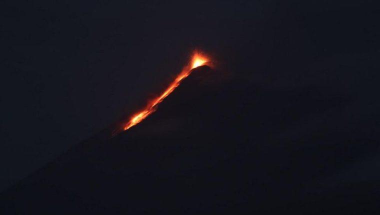 Erupción del volcán de Fuego esta noche. (Foto: Miguel López)