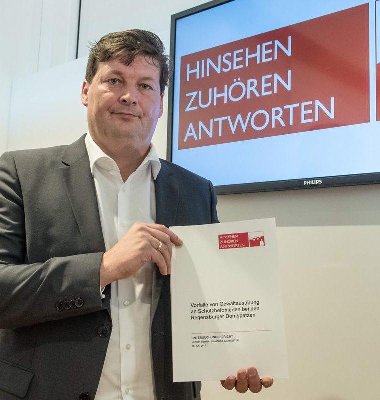 Ulrich Weber es autor de la investigación y presentó las conclusiones de su trabajo. (AFP).