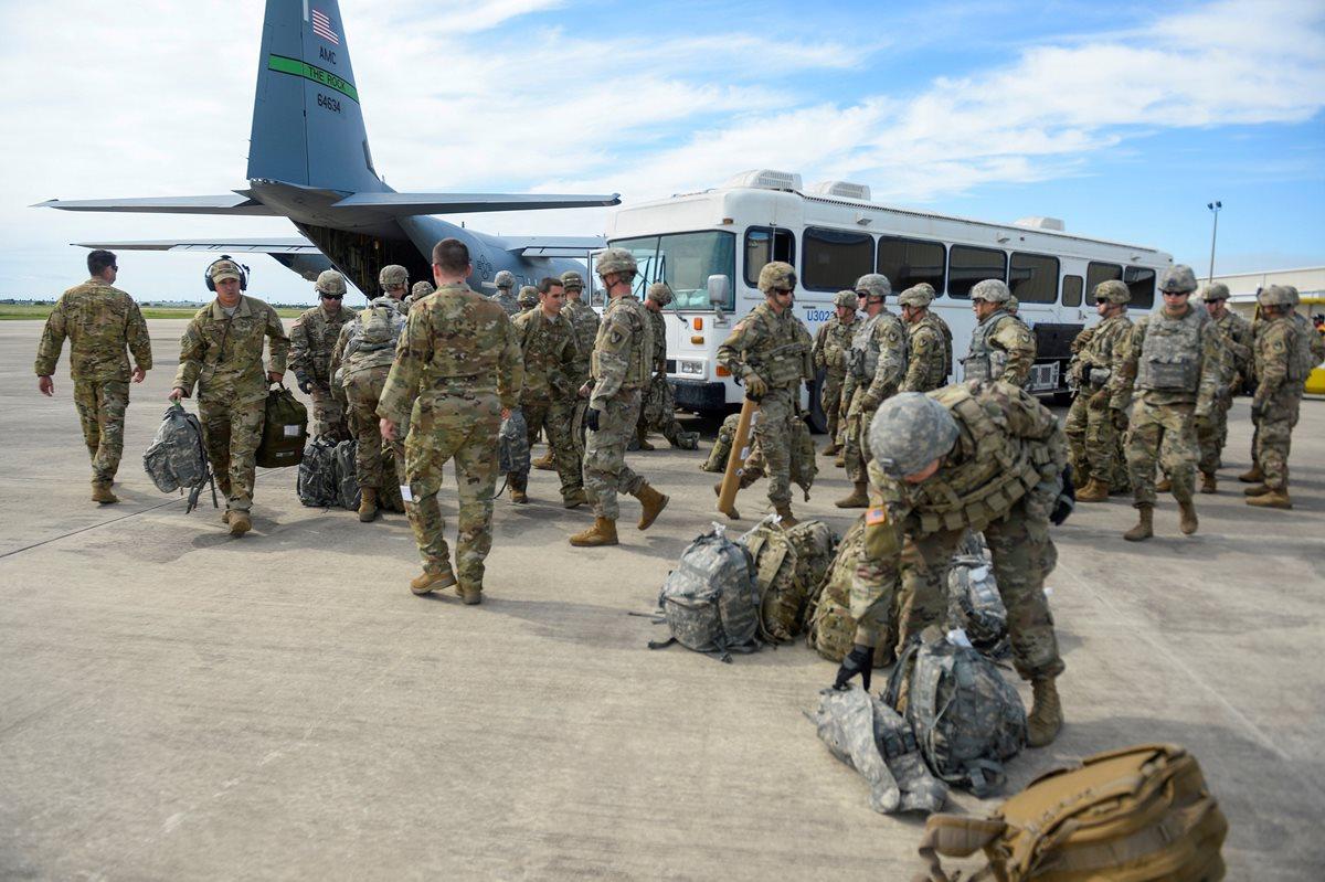 Militares comienzan a llegar a la frontera de EE. UU. por caravana de migrantes