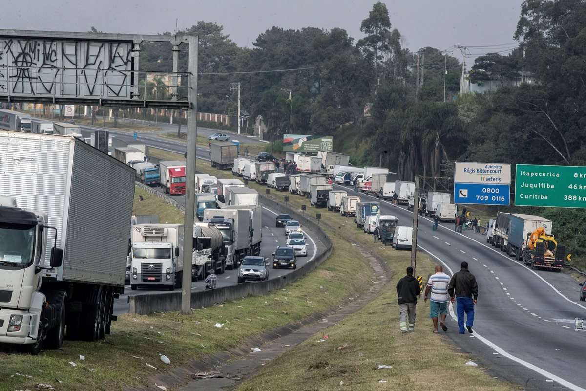 Brasil intenta retornar a la normalidad por el paro camionero pero la huelga continúa