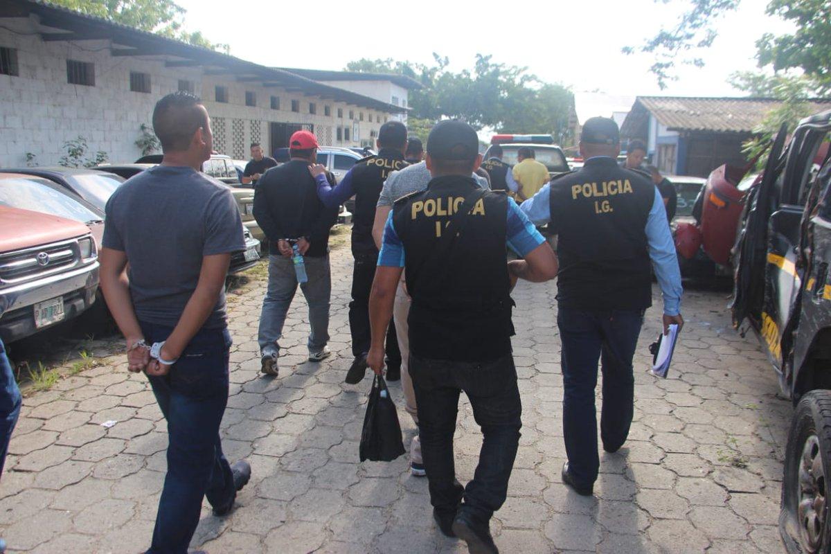 Las autoridades desarticularon una banda integrada por policías que realizó allanamientos ilegales. (Foto Prensa Libre: PNC)