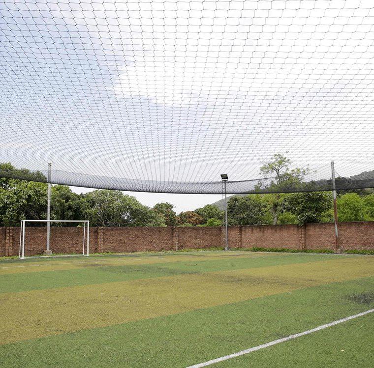 Otra propiedad en la que el Saca mandó a construir una cancha futbol provista de iluminación, así como un salón para ejercicios y baile. (AFP)