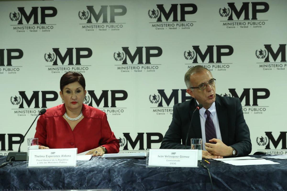 Thelma Aldana e Iván Velásquez durante la conferencia de prensa. (Foto Prensa Libre: Esbin García).