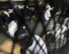 Pandilleros son trasladados a los tribunales para enfrentar procesos penales. (Foto HemerotecaPL)