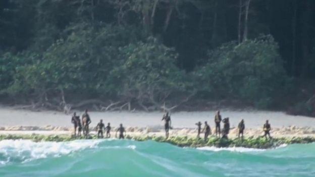 Se cree que hay entre 50 y 100 sentineleses en la isla Sentinel del Norte. SURVIVAL INTERNATIONAL