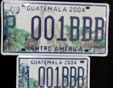 El último cambio generalizado de placas de circulación de vehículos terrestres se realizó en el 2004 y las autoridades tributarias preparan el nuevo cambio en el 2020. (Foto Prensa Libre: Hemeroteca)