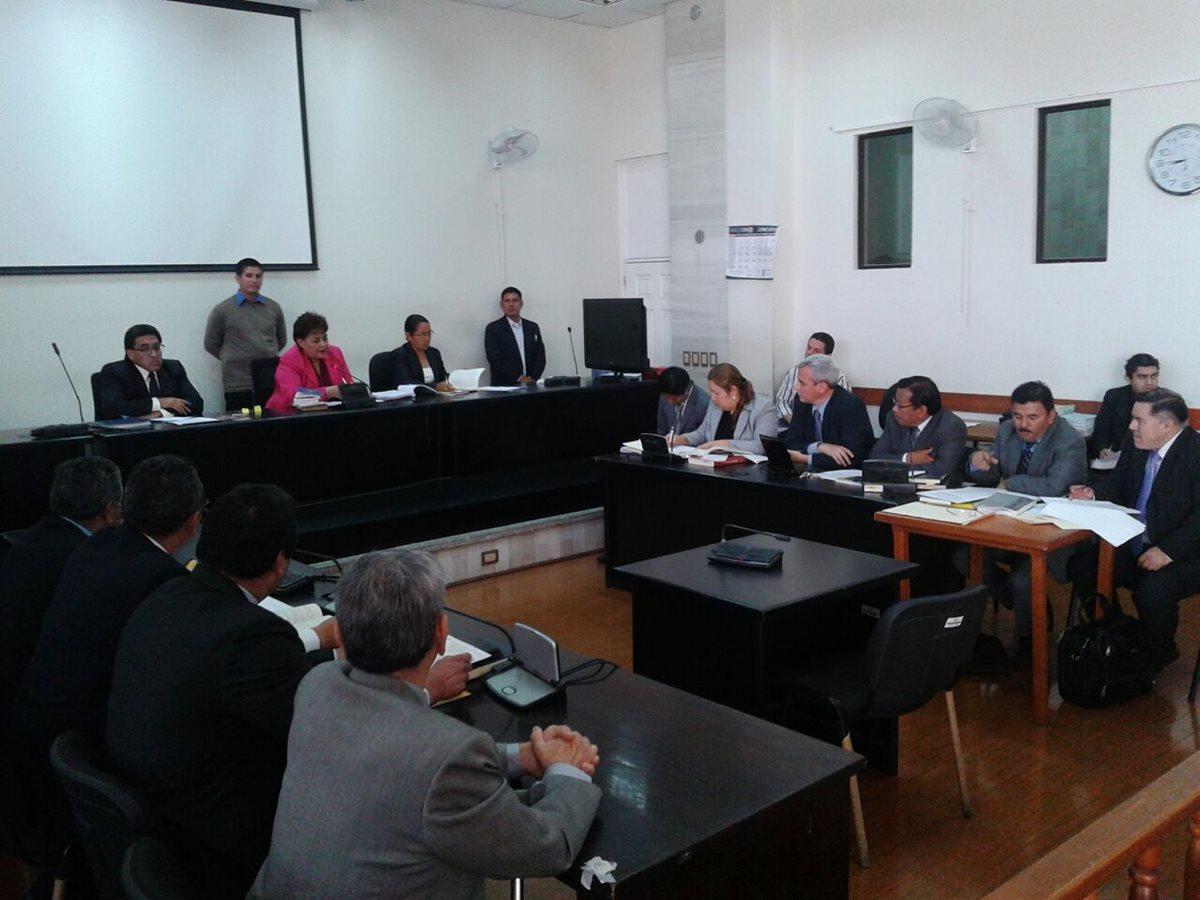Piden separar a juez por amistad con abogado de Ríos Montt
