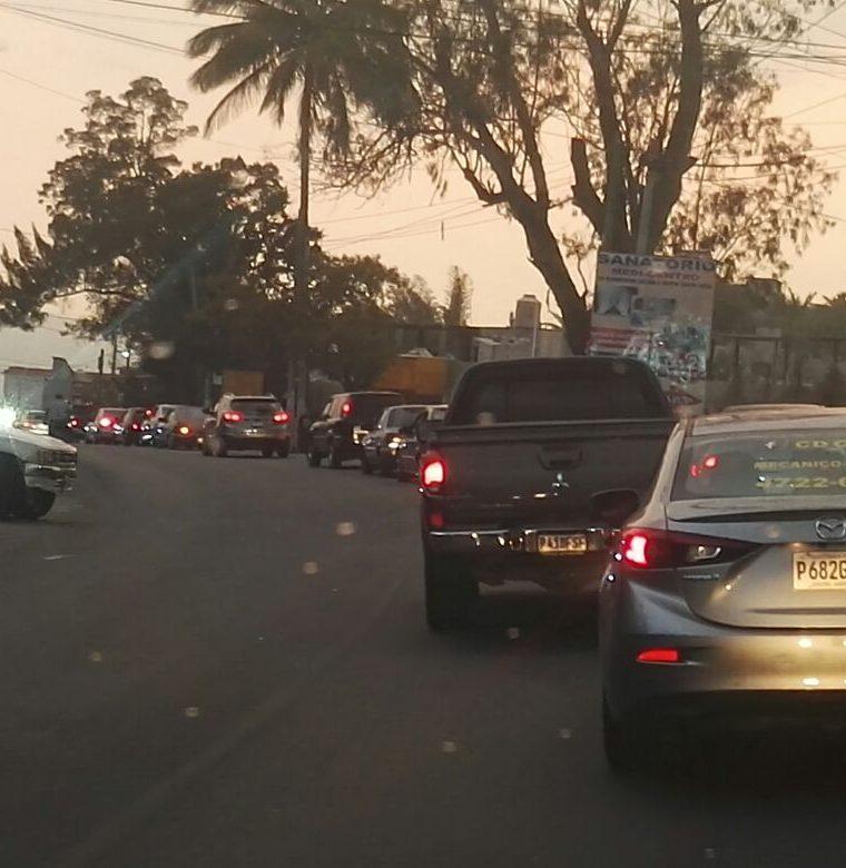 Tránsito lento en km 62 ruta a El Salvador, hacia la capital. (Foto Prensa Libre: Tránsito PNC)
