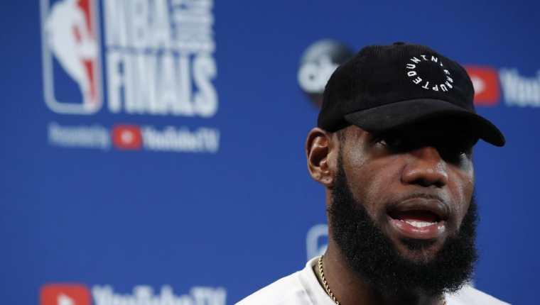 LeBron James estrella de la NBA, firmó esta semana un contrato por cuatro años con Los Angeles Lakers. (Foto, Prensa Libre: Efe).