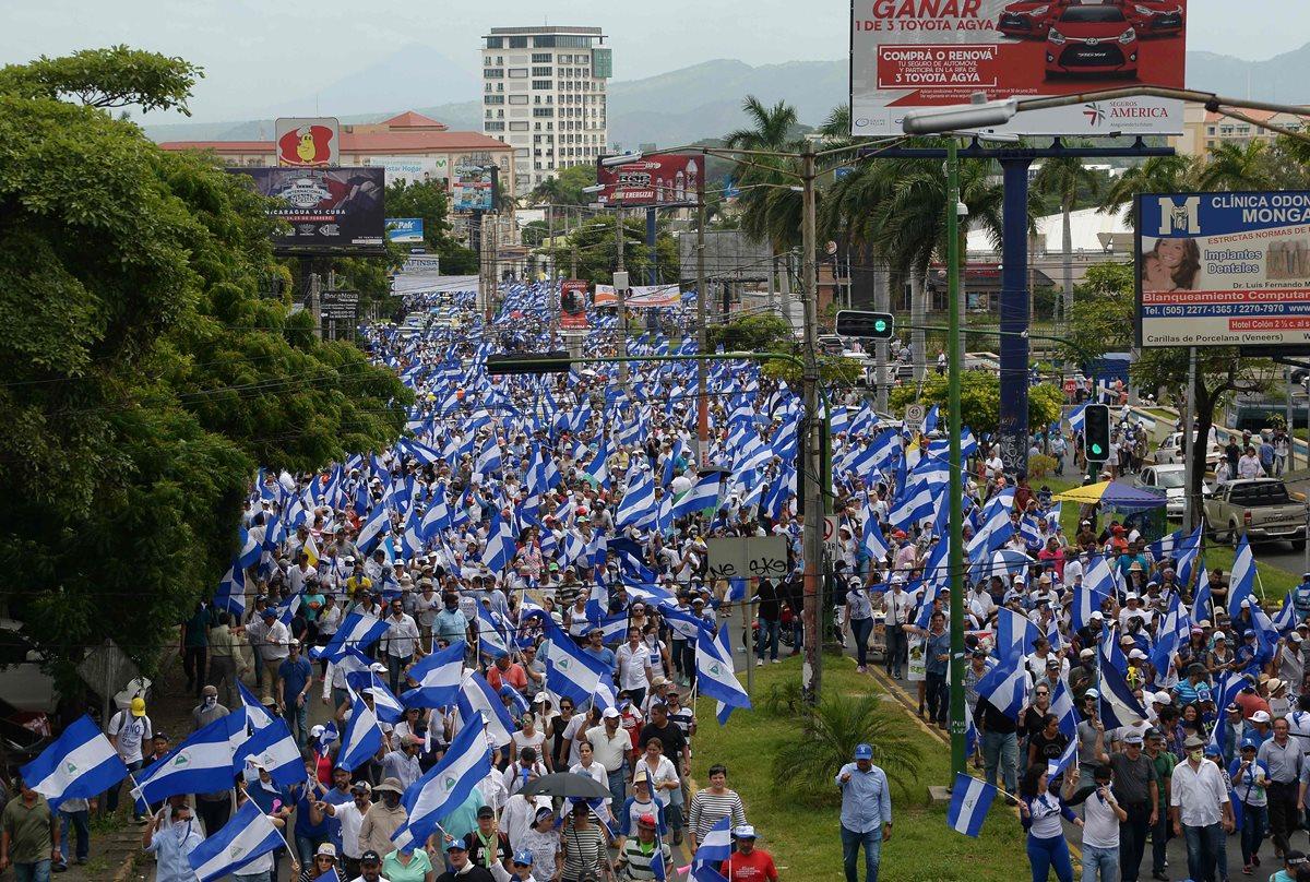 """Oposición nicaragüense participa en la marcha denominada """"Juntos somos un volcán"""", en rechazo a Ortega, en Managua, Nicaragua.(Foto Prensa Libre:AFP)"""