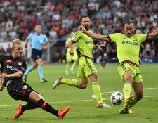 Acción durante el partido entre Bayer Leverkusen y CSKA de Moscú. (Foto Prensa Libre: AP)