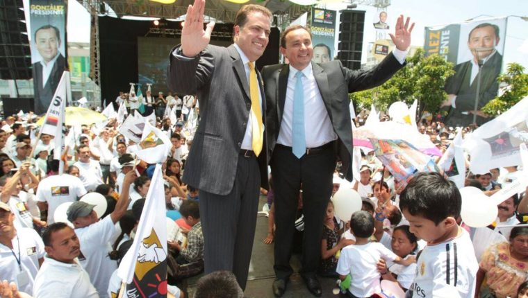 Neutze y González saludan a los simpatizantes luego de la proclamación. (Foto: Paulo Raquec)