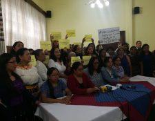 Representantes de organizaciones de mujeres solicitan investigar al presidente Jimmy Morales (Foto Prensa Libre: Andrea Orozco)
