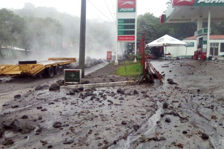 Negocios ubicados en la ruta fueron afectados por el lahar.