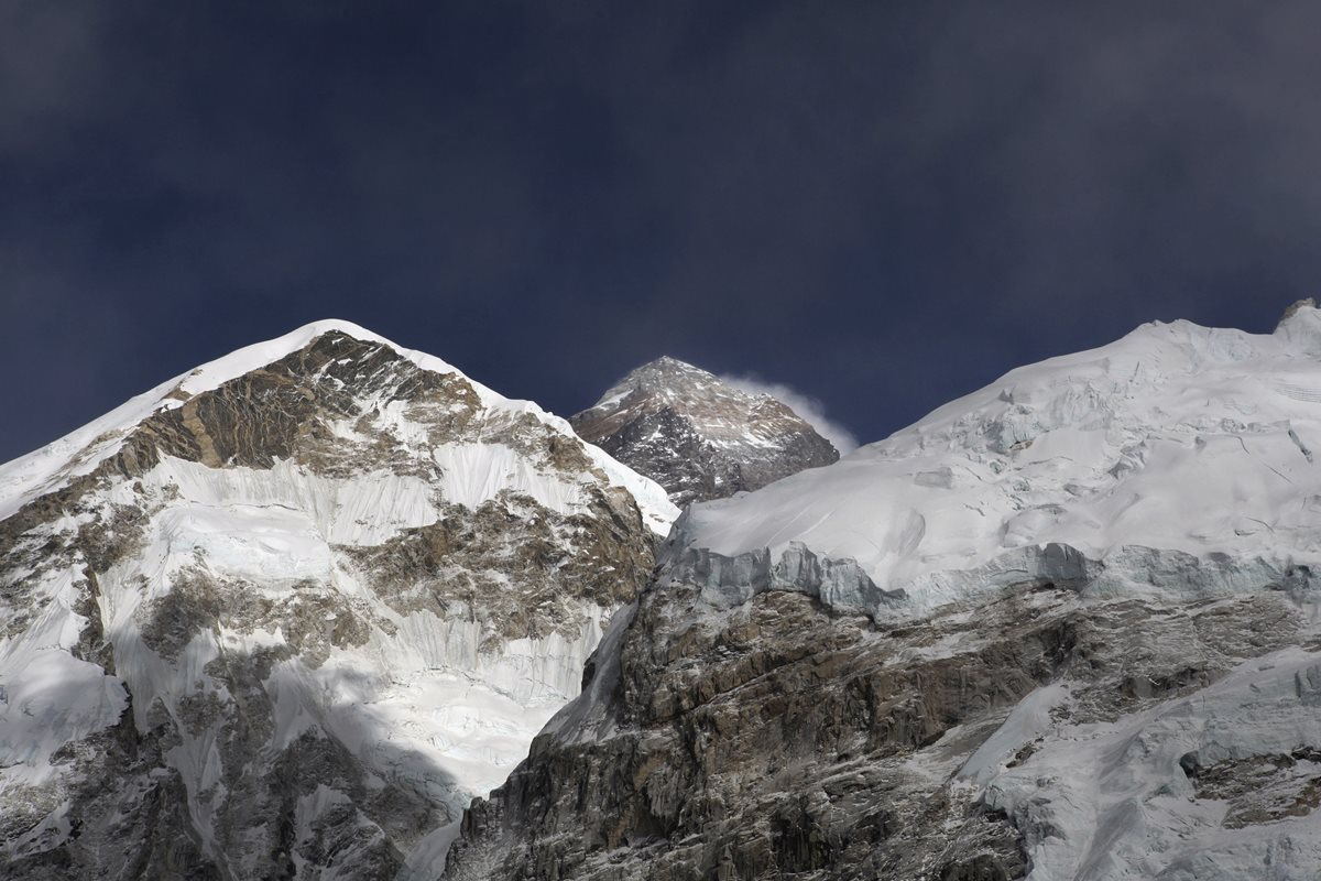 Temporada de escalada en el Everest deja 10 muertos