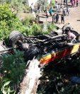 Pasajeros del autobús sufrieron fracturas, golpes y erosiones. (Foto Prensa Libre: Estuardo Paredes)