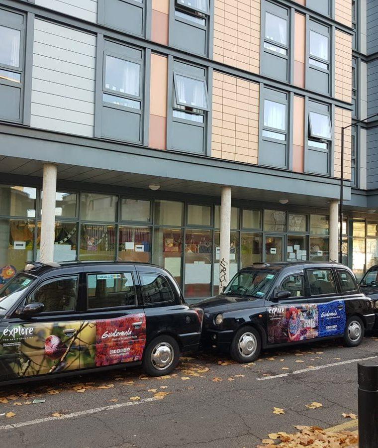 En Londres, Inglaterra, según las imágenes del Inguat que muestran cómo es la campaña, ésta se efectúa en taxis. (Foto, Prensa Libre: Inguat).