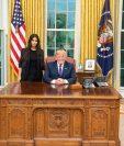 Kim Kardashian junto a Donald Trump en la Casa Oval, en una reunión inédita (Foto Prensa Libre: Twitter / Donald Trump).
