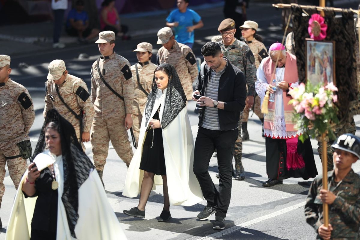 Otto Pérez Leal reaparece en cortejo procesional