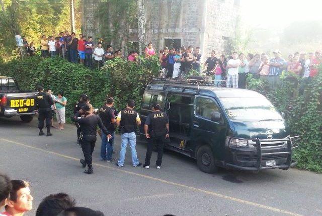 El ataque fue en la ruta alterna de San Andrés Villa Seca, en Retalhuleu, que conduce a Mazatenango, Suchitepéquez. (Foto Prensa Libre: Rolando Miranda)