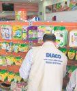 Inspectores de la Diaco realizan visitas a diferentes comercios para verificar precios. (Foto Prensa Libre: Hemeroteca PL)