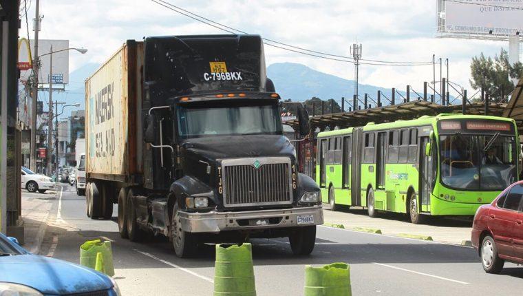 El transporte pesado no podrá circular en horas de mayor circulación en la ciudad capital. (Foto Prensa Libre: Hemeroteca PL)