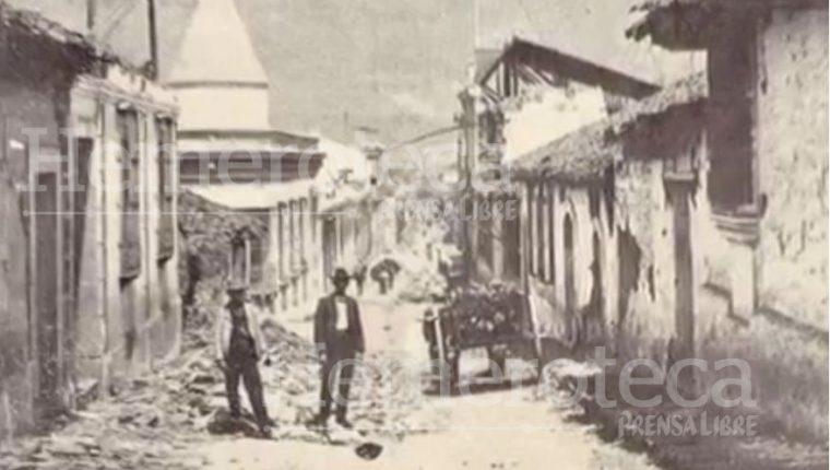 Calle de Quetzaltenango en ruinas tras el terremoto de 1902. (Foto Prensa Libre: Hemeroteca PL)