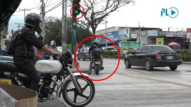 Motoristas violan reglamento de tránsito