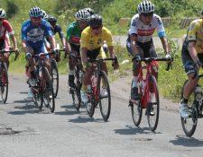 Alfredo Ajpacajá, de Decorabaños, y Jhonathan de León, tienen el mismo tiempo de la general individual de la Vuelta 2018. (Foto Prensa Libre: Norvin Mendoza).
