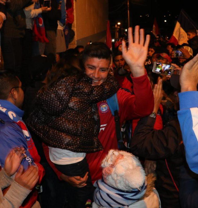 Las sonrisas no faltaron en los rostros de los jugadores, quienes se mostraron agradecidos con su público. (Foto Prensa Libre: Raúl Juárez)