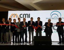 Autoridades del centro comercial Pradera Xela y de Multiproyectos, durante el acto de inaguración de la ampliación y remodelación del área comercial. (Foto Prensa Libre: María José Longo)