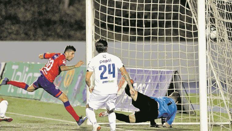 En el Apertura 2018 los cremas no le han podido ganar a los chivos. El primer juego fue un empate y el segundo triunfo para los occidentales. (Foto Prensa Libre: Hemeroteca PL)