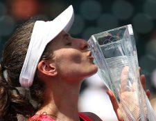 Johanna Konta festejó así después de ganar en Miami. (Foto Prensa Libre: AFP)
