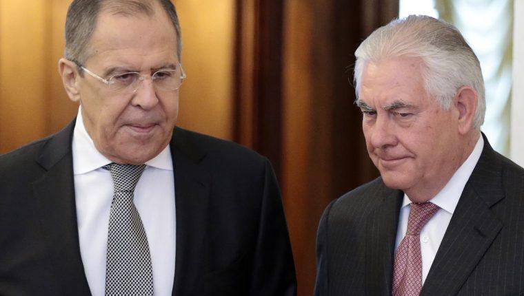 Sergey Lavrov, ministro ruso de Relaciones Exteriores, y Rex Tillerson, secretario de Estado de EE. UU. (Foto Prensa Libre: AP)