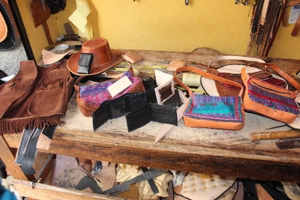 Artesanos Transforman Cuero En Arte Prensa Libre
