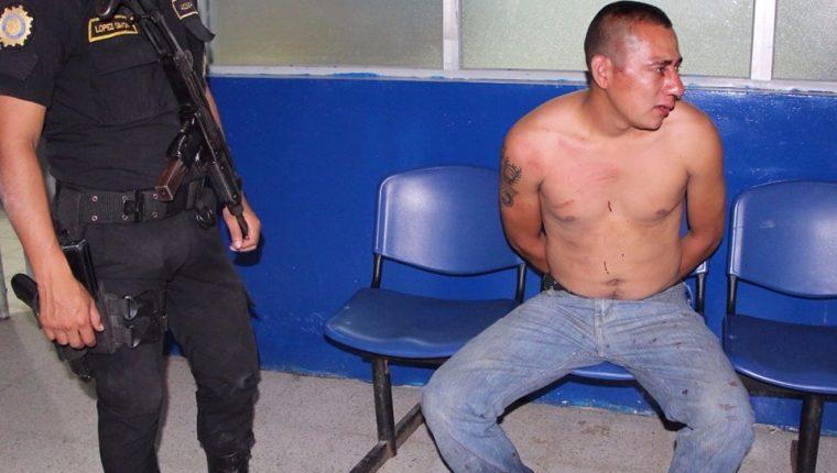 Salvador Antonio Lemus Santiago, de 25 años, es capturado en San Pedro Pinula, sindicado de haber arrollado a siete personas. (Foto Prensa Libre: PNC)