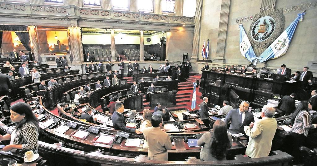 Comisión del Congreso discute propuesta de ley de aceptación de cargos