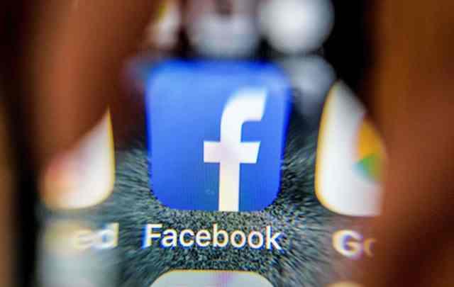 Facebook pretende cambiar la situación del escándalo Cambridge Analytica con sus nuevos ajustes de privacidad. (Foto Prensa Libre: AFP)