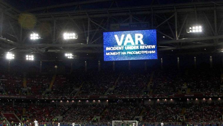El VAR creo una discusión durante la Copa Confederaciones, de si era necesario o no. (Foto Prensa Libre: Hemeroteca PL)