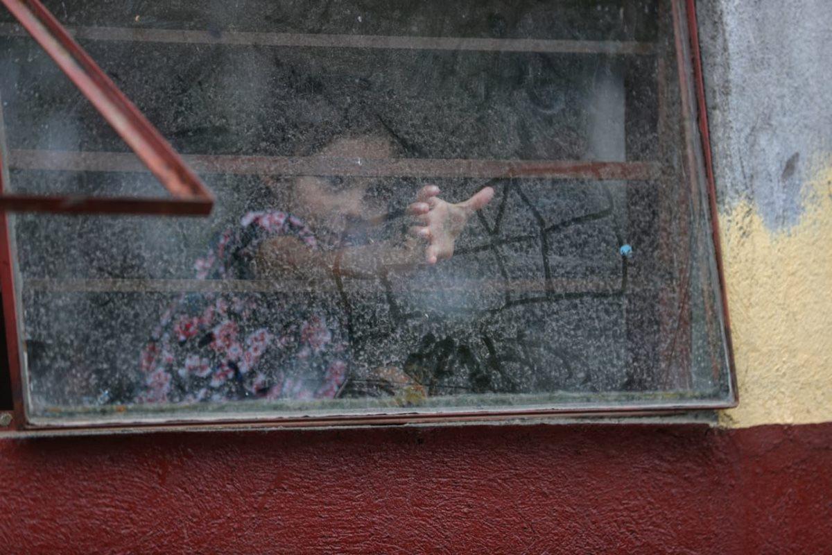 Jakelinne Victoria Chajil es una niña que se convirtió en víctima del volcán. (Foto Prensa Libre: Carlos Hernández)