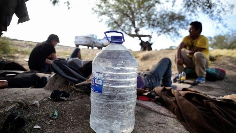 Migrantes sufren vejámenes durante su travesía hacia Estados Unidos. (Foto Prensa Libre: Hemeroteca PL)